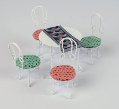 pixies table chairs