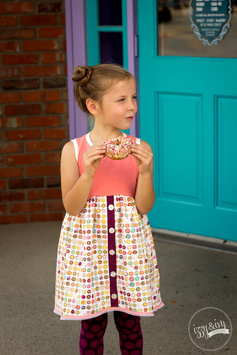 2_caf-fiend-donut-dress_eating-sprinkles-donut